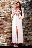 Mujer en abrigo de pieles de lujo del lince Imágenes de archivo libres de regalías