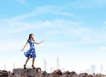 Mujer en alineada azul Imágenes de archivo libres de regalías