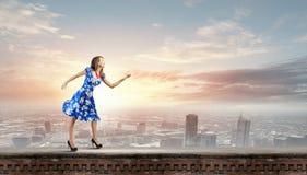 Mujer en alineada azul Imagen de archivo libre de regalías