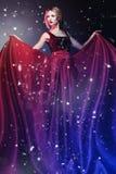 Mujer en alineada roja elegante   Foto de archivo libre de regalías