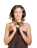 mujer en auriculares que disfruta de escuchar la música imagenes de archivo