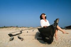 Mujer en barco Imágenes de archivo libres de regalías