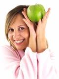 Mujer en bata de casa con la manzana Imagenes de archivo