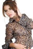Mujer en blusa del leopardo imágenes de archivo libres de regalías