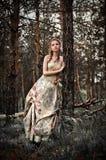Mujer en bosque de hadas Imagen de archivo libre de regalías