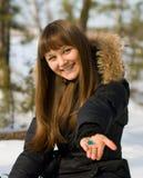 Mujer en bosque del invierno Imagen de archivo libre de regalías