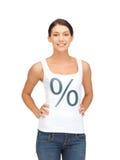 Mujer en camisa con la muestra del por ciento Imagenes de archivo