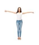 Mujer en camiseta blanca en blanco Fotografía de archivo libre de regalías