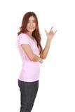 Mujer en camiseta con la muestra de la mano te amo Foto de archivo libre de regalías