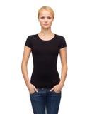 Mujer en camiseta negra en blanco Imágenes de archivo libres de regalías
