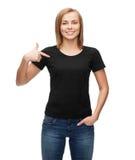 Mujer en camiseta negra en blanco Fotografía de archivo libre de regalías