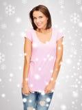 Mujer en camiseta rosada en blanco Fotos de archivo libres de regalías