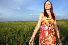 Mujer en campo Foto de archivo