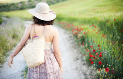 Mujer en campo Imágenes de archivo libres de regalías