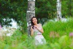 Mujer en campo de flor Fotos de archivo libres de regalías
