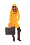 Mujer en capa encapuchada amarilla Foto de archivo libre de regalías