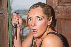 Mujer en choque como ella ve la aparición fantasmal Foto de archivo libre de regalías