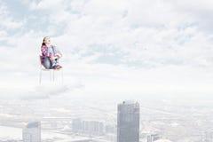 Mujer en cielo Foto de archivo