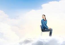 Mujer en cielo Imagenes de archivo