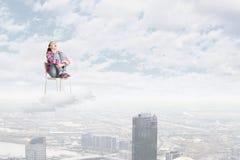 Mujer en cielo Foto de archivo libre de regalías