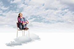 Mujer en cielo Fotos de archivo