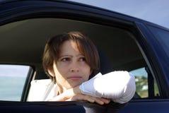 Mujer en coche imagenes de archivo