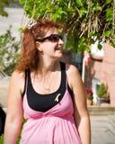 Mujer en color de rosa Fotos de archivo