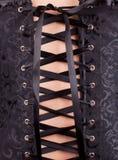 Mujer en corsé negro Imagenes de archivo