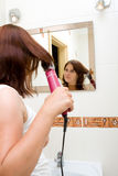 Mujer en cuarto de baño Imágenes de archivo libres de regalías