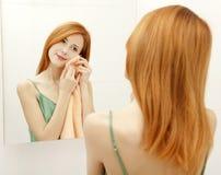 Mujer en cuarto de baño. Foto de archivo libre de regalías