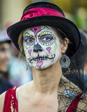 Mujer en Dia De Los Muertos Makeup Imágenes de archivo libres de regalías