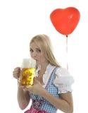 Mujer en Dirndl con el globo Foto de archivo