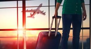 Mujer en el aeropuerto Imágenes de archivo libres de regalías