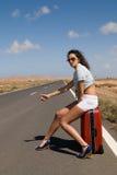 Mujer en el auto-stop del camino Fotografía de archivo