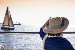 Mujer en el barco Imagenes de archivo
