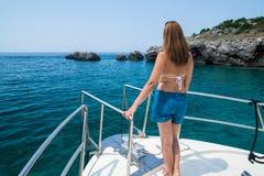 Mujer en el barco imágenes de archivo libres de regalías