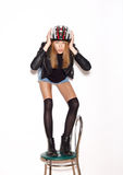 Mujer en el casco de la bicicleta que muestra al motorista Imágenes de archivo libres de regalías