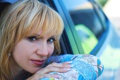 Mujer en el coche Fotos de archivo libres de regalías