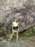 Mujer en el fondo de rocas Imágenes de archivo libres de regalías