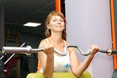 Mujer en el gimnasio Fotografía de archivo