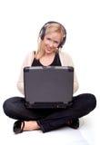 Mujer en el Internet Imágenes de archivo libres de regalías