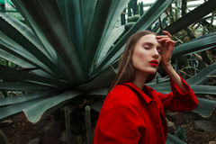 Mujer en el invernadero Imagen de archivo