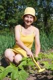 Mujer en el jardín Imagen de archivo