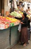 Mujer en el mercado de Jerusalén Imágenes de archivo libres de regalías