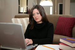 Mujer en el ordenador Fotografía de archivo libre de regalías