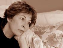 Mujer en el país en día enfermo Imagen de archivo libre de regalías