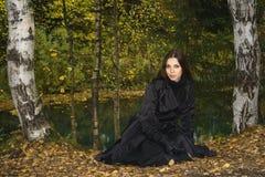 Mujer en el parque 2 del otoño Fotografía de archivo