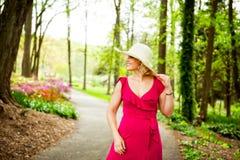 Mujer en el parque Imagenes de archivo