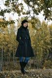 Mujer en el parque 5 del otoño foto de archivo libre de regalías