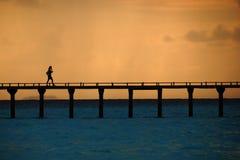 Mujer en el puente Imágenes de archivo libres de regalías